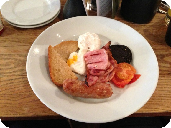 breakfast-rose-and-crown-warwick